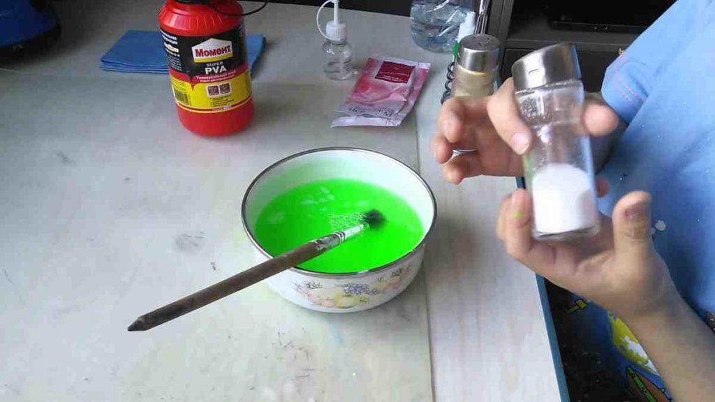 смешиваем соду для лизуна